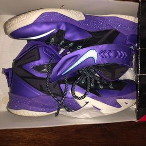 Nike Lebron soldier 8 sz 10.5